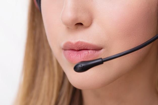 Operador de chamada trabalhando