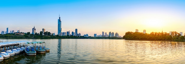 Opinião da cidade do lago de nanjing xuanwu