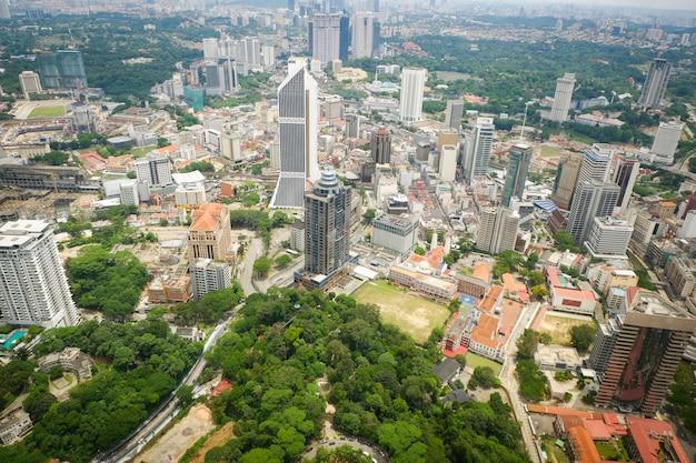 Opinião da paisagem da cidade de kuala lumpur da arquitetura da cidade da opinião superior da skyline em kuala lumpur malaysia