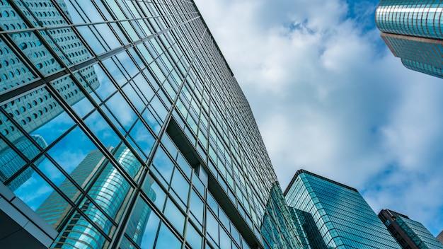Opinião de ângulo do edifício comercial em hong kong