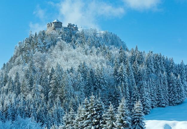 Opinião do inverno do castelo de ehrenberg (áustria, reutte, baviera). construída no século xiii.