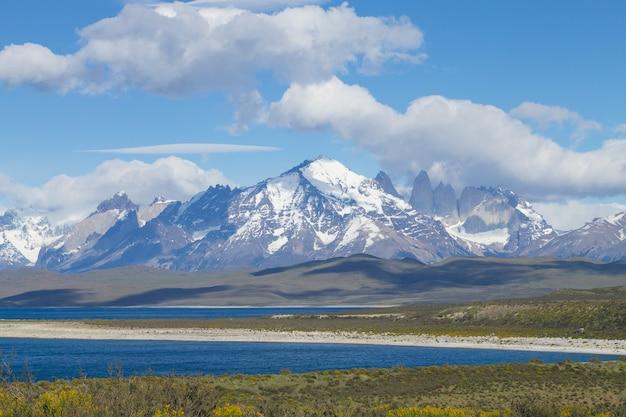 Opinião do lago sarmiento, parque nacional torres del paine, chile. paisagem da patagônia chilena