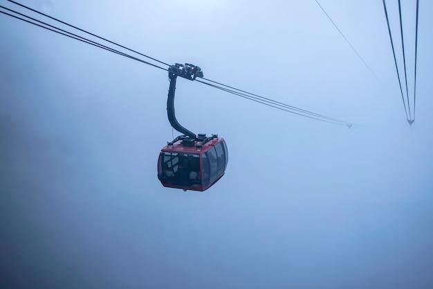 Opinião do teleférico na paisagem da montanha na montanha de fansipan no sapa,