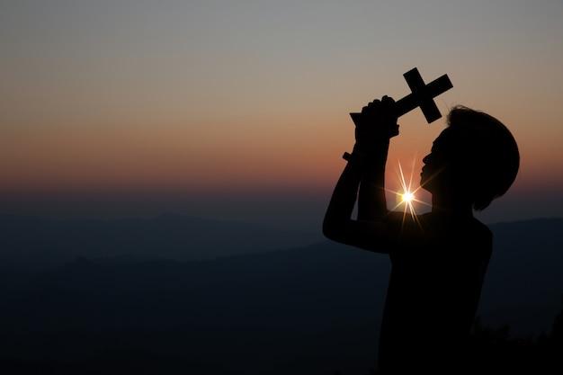 Oração espiritual, mãos, sol, brilhar, com, obscurecido, bonito, pôr do sol