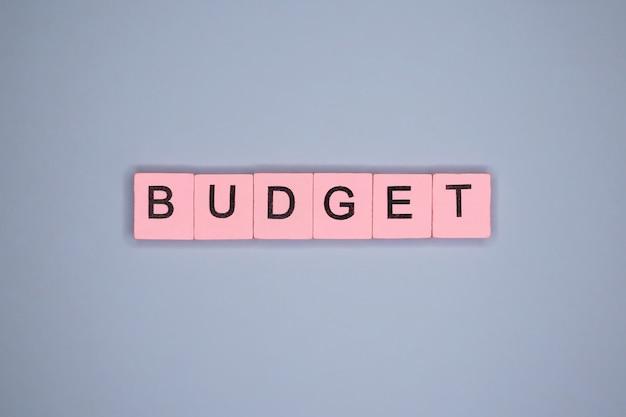 Orçamento, na mesa azul