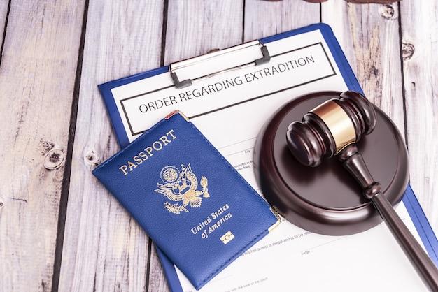 Ordem de expulsão do país por entrada ilegal problema de imigração ilegal