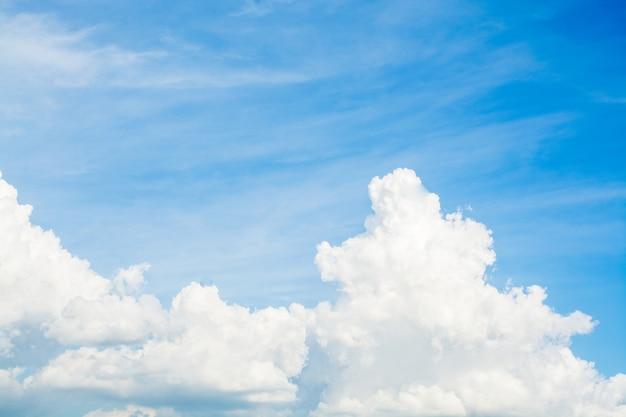 Origens do céu, nublado, nuvens cumulus do azul, céu