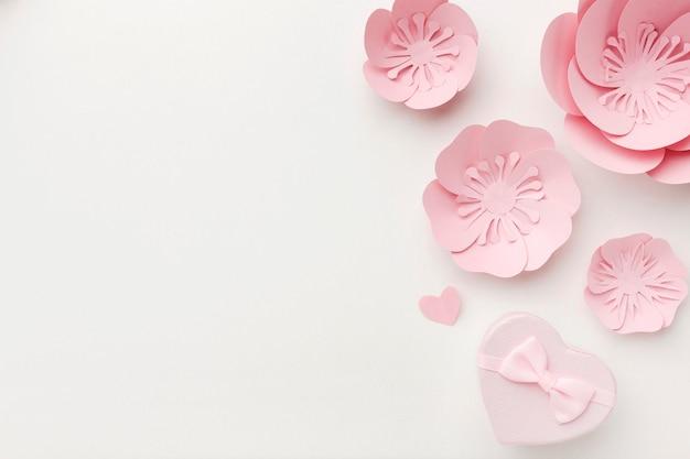 Ornamento de papel bonito de cópia-espaço