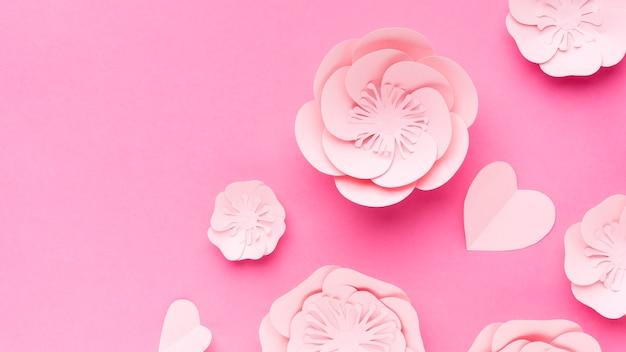 Ornamento de papel floral cópia espaço na mesa