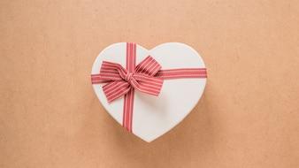 Ornamento símbolo do coração com fita