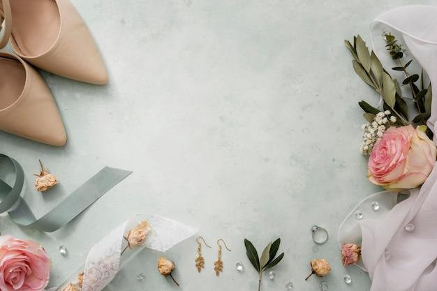 Ornamentos decorativos de cópia-espaço casamento