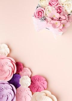 Ornamentos florais de cópia-espaço