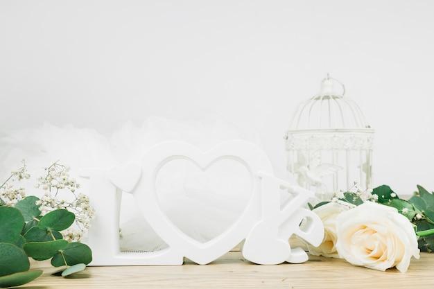 Ornamentos românticos com flores