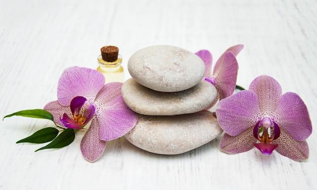 Orquídeas e pedras de massagem