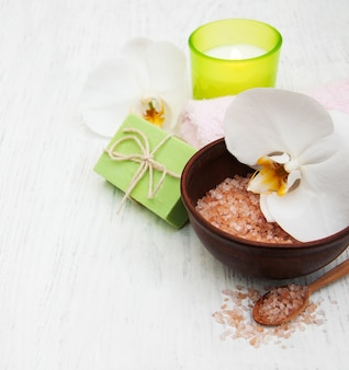 Orquídeas, velas, toalhas e sabonetes artesanais
