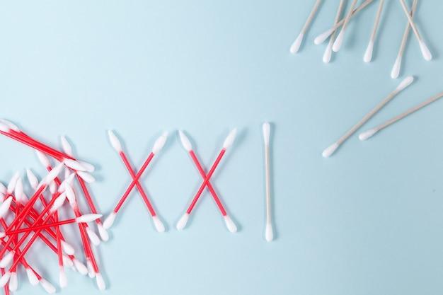 Os algarismos romanos xxi são colocados em fones de ouvido. rejeição de produtos descartáveis de higiene à base de plástico.