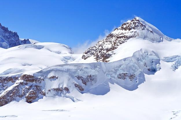 Os alpes suíços na região de jungfrau, suíça
