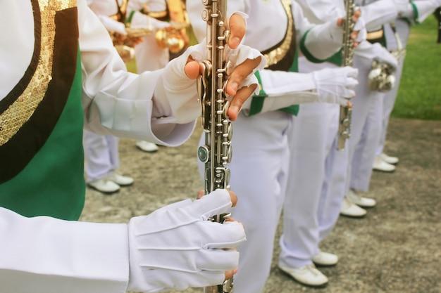 Os alunos da orquestra da escola de clarinetes