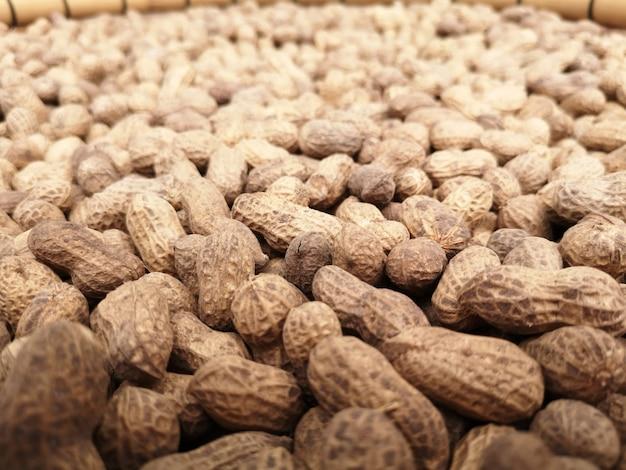 Os amendoins são ricos em proteínas. os nutrientes essenciais para o corpo.