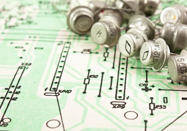 Os componentes eletrônicos antigos estão no diagrama de fiação