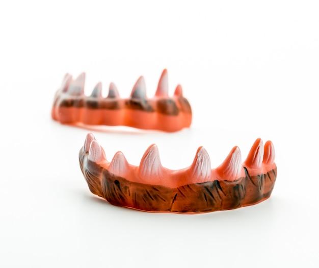 Os dentes afiados e feios do monstro