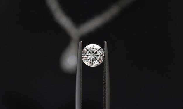 Os diamantes são valiosos, caros e raros. para fazer joias