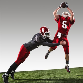Os dois jogadores de futebol americano em ação