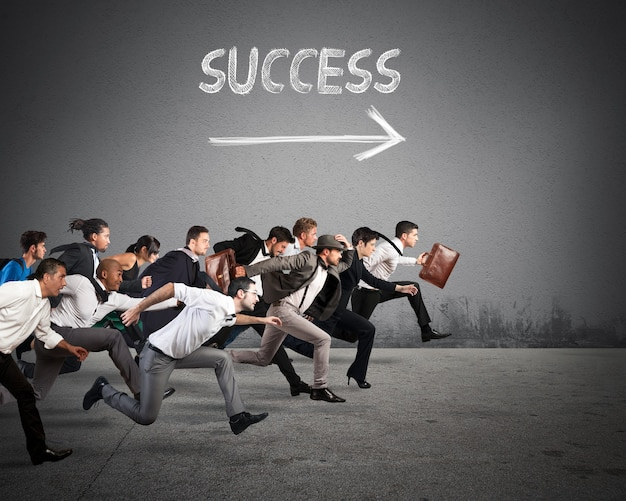 Os empresários correm juntos na mesma direção