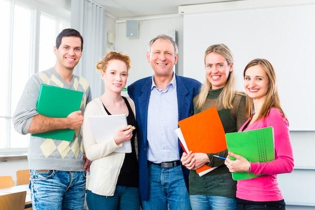 Os estudantes universitários passaram no exame