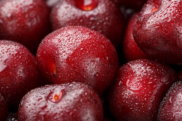 Os frutos do close up de cerejas com gotas de orvalho