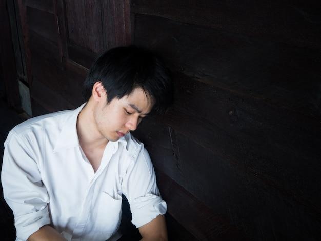 Os homens entristecem-se com os fracassos da vida. os alunos ficam desapontados com os resultados