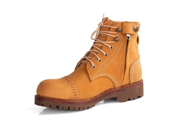 Os homens moda couro de bota amarelo com zíper isolado. trajeto de grampeamento