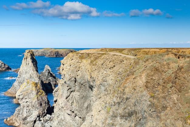 Os lugares famosos da ilha belle ile en mer, agulhas de port-coton e as falésias