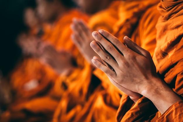 Os monges estão cantando