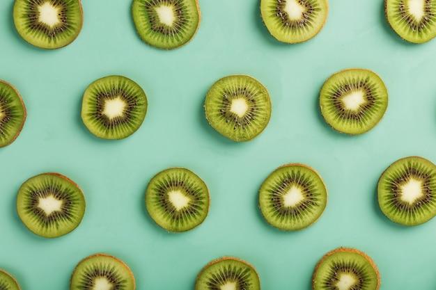 Os padrões das fatias de kiwi em verde como um contínuo