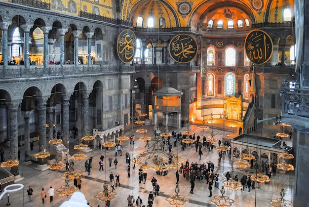 Os peregrinos ortodoxos visitaram a mesquita de aya sophia no natal.