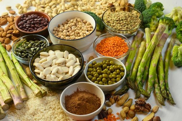 Os produtos vegetais contêm proteína para vegetarianos, lentilhas, feijão, espargos, etc.