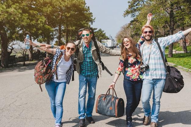 Os turistas se divertem