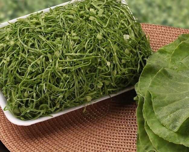 Os vegetais verde-escuros são mais saudáveis. vegetais frescos