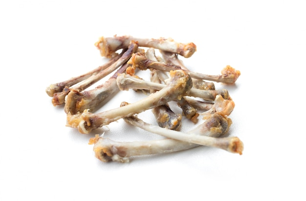 Ossos de frango frito isolados