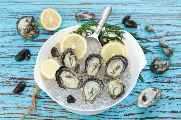 Ostra frutos do mar com endro de limão e mexilhão fresco aperitivo asiático