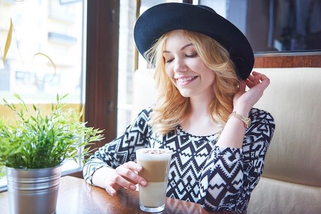 Ótimo café com leite no meu café favorito