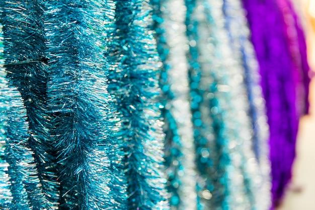 Ouropel azul na loja. textura do ouropel. preparando-se para o novo ano
