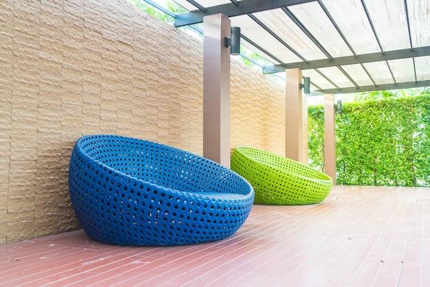 Outdoor com cadeira de círculo