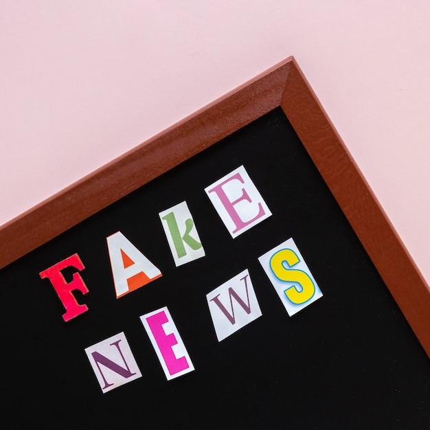 Outdoor com mensagem falsa de notícias