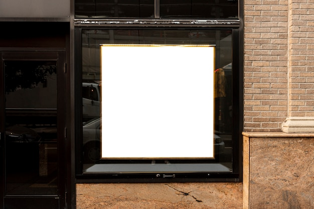 Outdoor de mock-up em uma janela do edifício