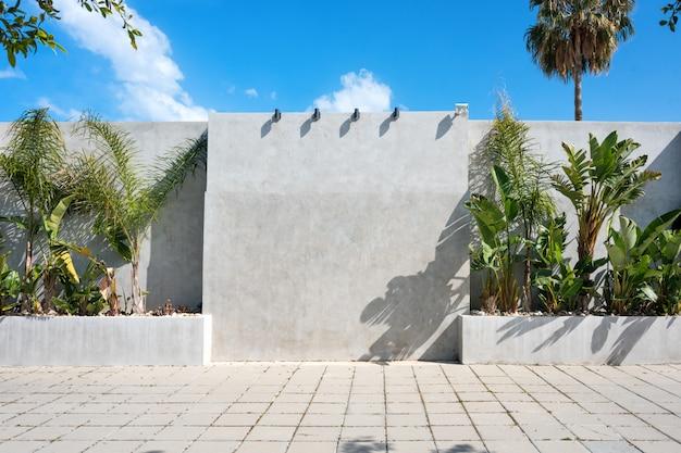 Outdoor em branco ao ar livre. suporte de publicidade vazio, quadro de informações públicas