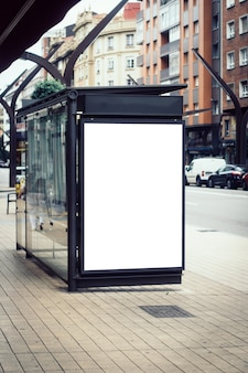 Outdoor em branco no ponto de ônibus