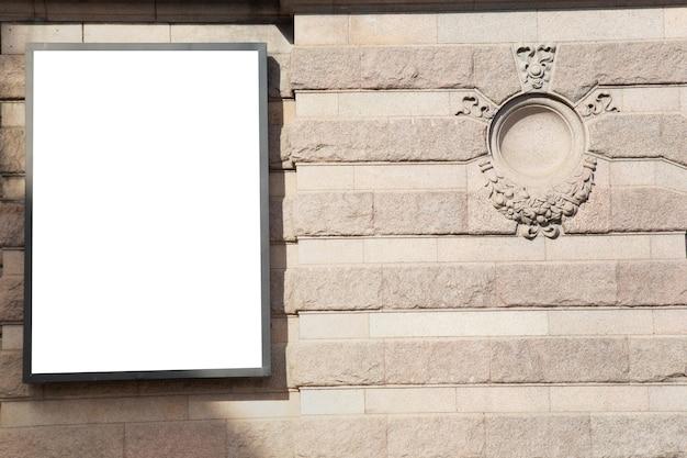 Outdoor em branco simulado para mensagem de texto ou conteúdo.