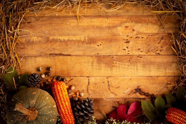 Outono e fundo de dia de ação de graças de folhas caídas